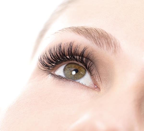 Neue 3D Lash Extension Technik für einen perfekten Augenaufschlag