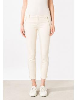 Tight three-fourths pants in white