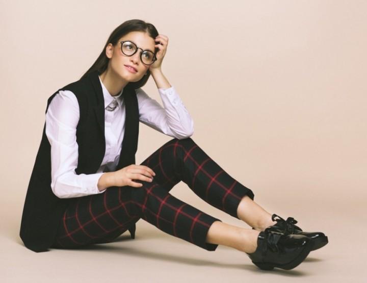 Kira Plastininas moderner Schulmädchenlook