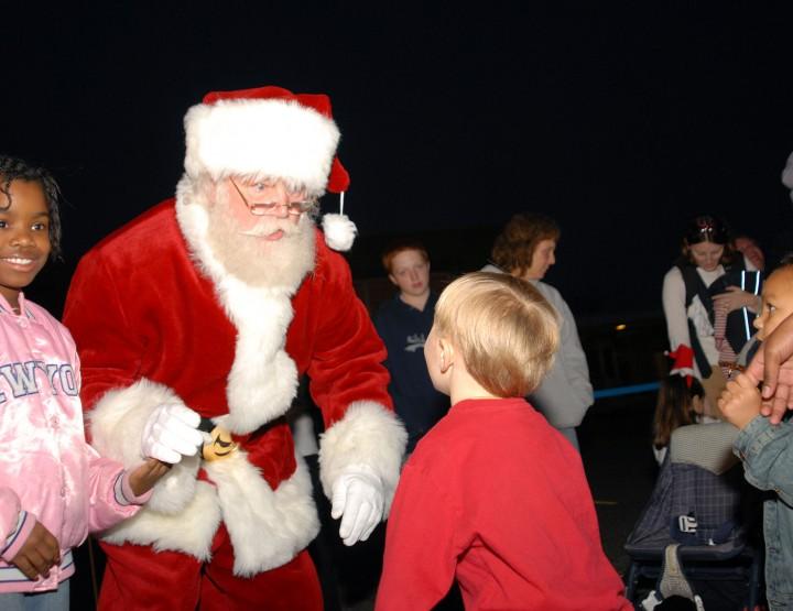 Wer brachte vor Santa die Geschenke?