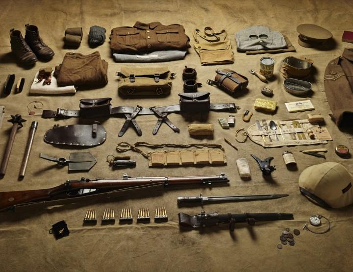 Soldatenausrüstung im Wandel der Zeit - ein Kunstprojekt