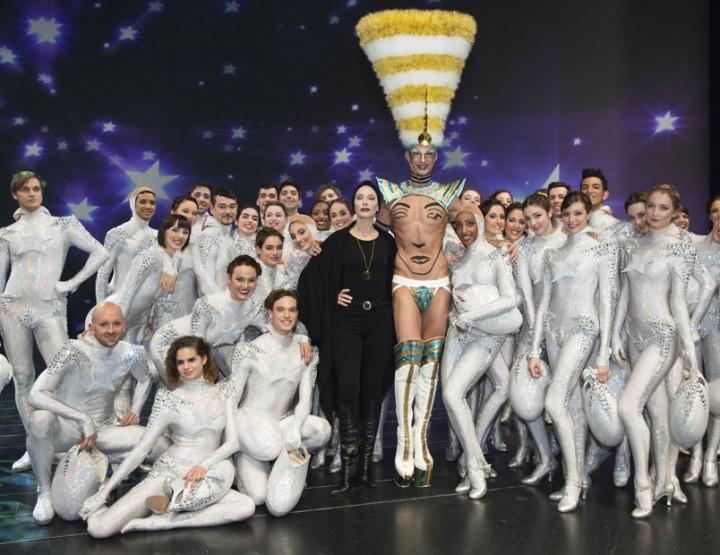 Oscar-Preisträgerin Cate Blanchett mit Ballettensemble des Palastes in internationalem Filmprojekt 'Manifesto'