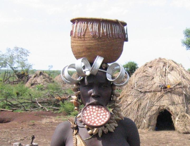 Indigener Schmuck - getellerte Lippen & Co.