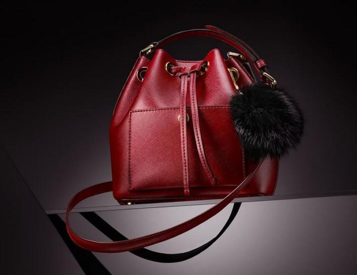 Rote Taschen von Guess & Co.