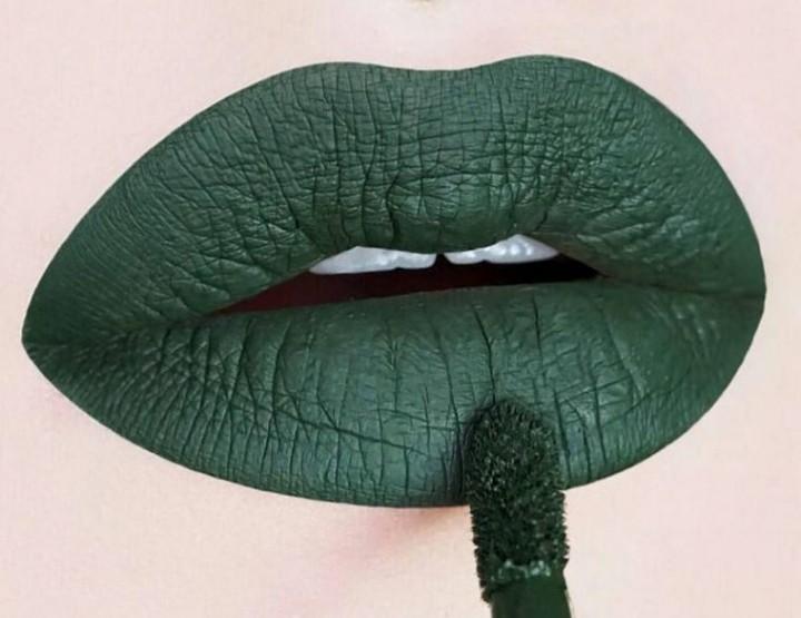 Die besten Lippenstifte in Grün - inspiriert von Rihanna