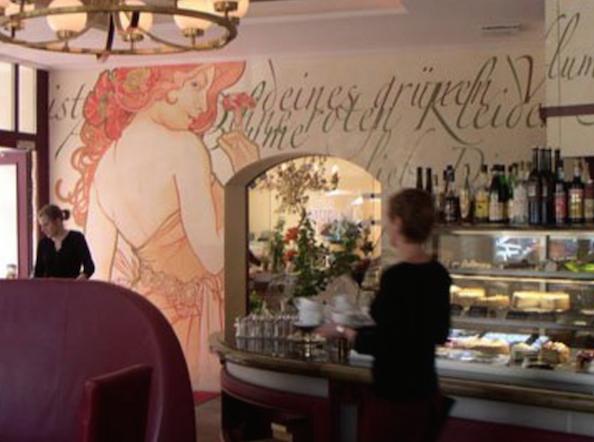 Café Anna Blume - köstlicher Kuchen und wunderschöne Blumen