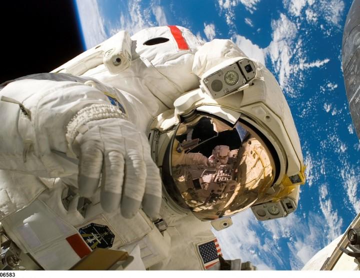 Weltraumszenario künstlicher Schlaf