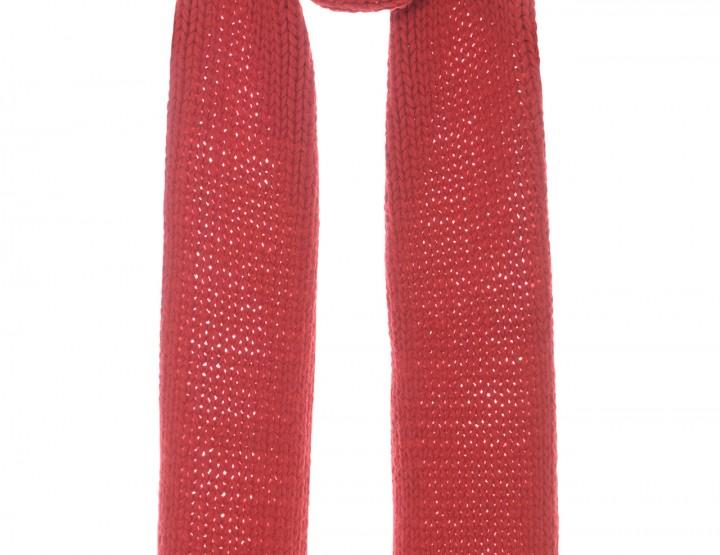Roter Strickschal aus Wolle