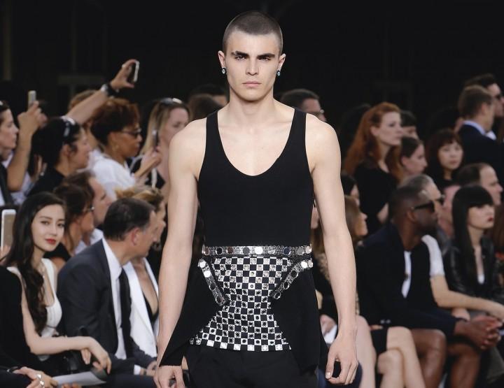 Moderne Metallakzente bei Givenchy