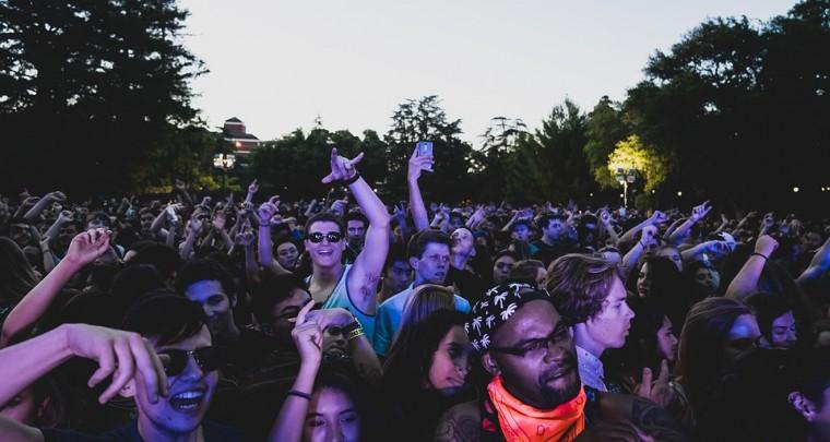 Wie schmuggelt man Dinge auf ein Festival?
