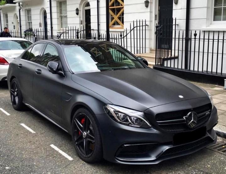 Imetlege Instagramis matt musti autosid