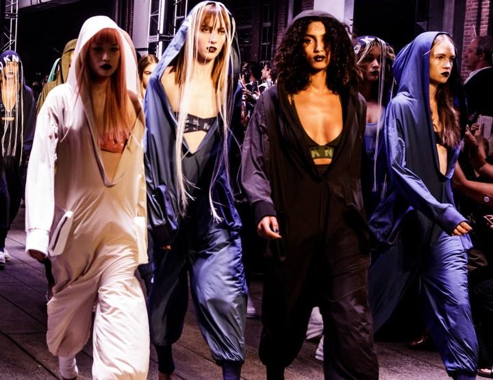 Futuristischer Athleisure Style bei DKNY