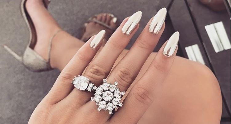Der neue Trend: Chrome Nails