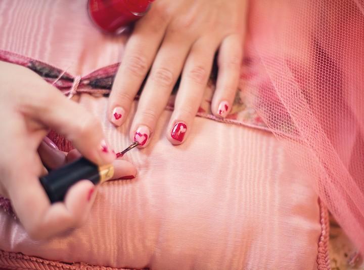 Unsere Favorite Nagellackfarben für den romantischen Winter