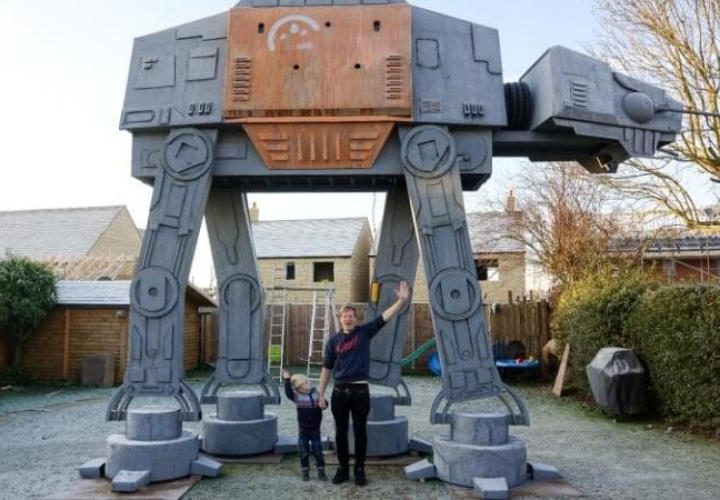 Star Wars Rouge One - Klempner baut riesigen AT-ACT im Garten
