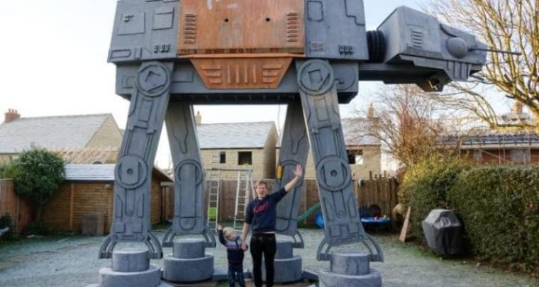 Star Wars Rouge One - U Plumber custruisce AT-ACT gigante in u giardinu