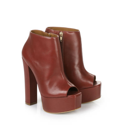 Peep Toe Booties in weinrot