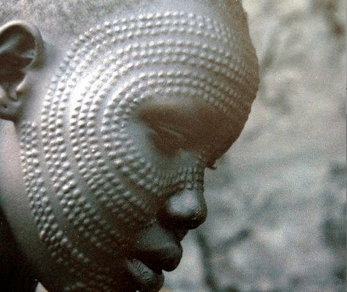 Afrikas Scarification Traditionen