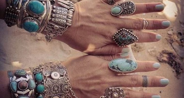Modische Ethno-Accessoires als Blickfang