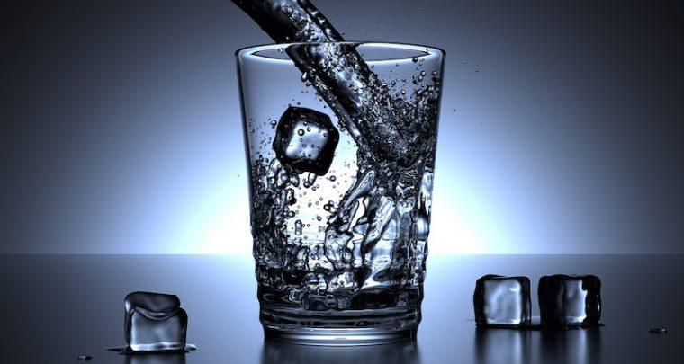 Chì acqua cun quale alimentu? Aventure in gustu cù H2O