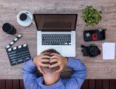 Gestresst im Büro - 3 Tipps für die optimale Beleuchtung