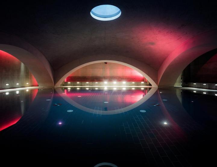 Liquidrom Berlin - ujuvad soolase veega basseinis, saunas ja spaas