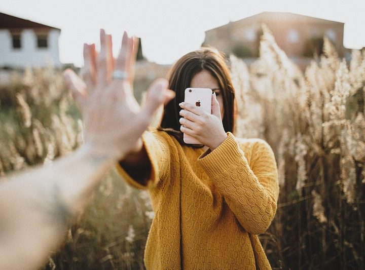Diese Posts auf dem Smartphone sind Beziehungskiller bei Instagram und Facebook