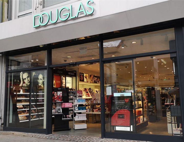Douglase kaubamärgi portfelli uusimad iluüritused ja uued tooted