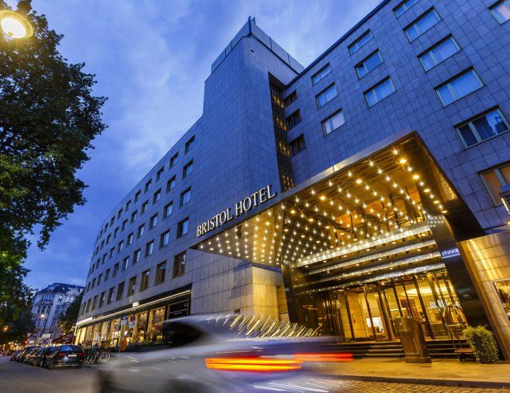 Hotel à tempi Corona! - Parte 1: Berlinu!