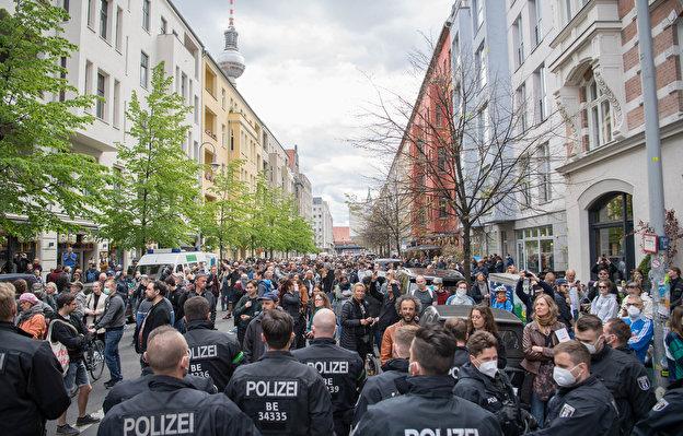 Protesti meeleavaldust koroonameetmete vastu! - tuhanded Berliini VS. Merkeli poliitika!